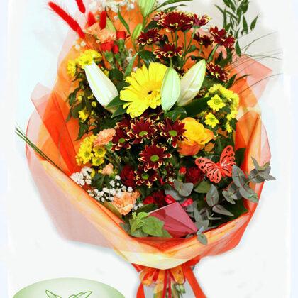 Ziedu pušķis papīra iepakojumā. H55 cm. Dažādi ziedi. 40,-e